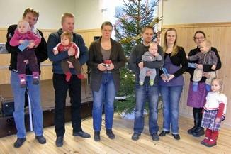 Kylälle syntyneiden muistaminen joulutapahtumassa 2010, Kuva: Martti Ahola