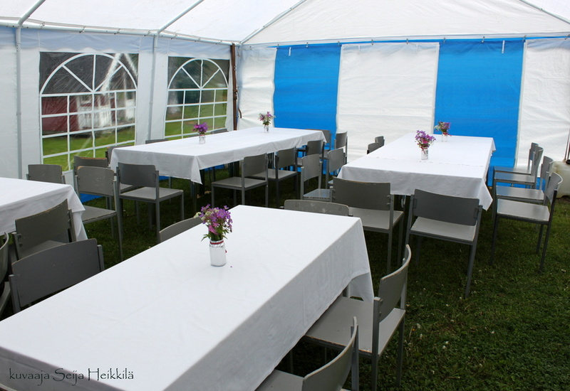 Juhlateltta sisältä (kuva: Seija Heikkilä)