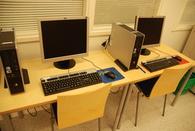Kirjaston asiakkaiden käytössä olevat tietokoneet