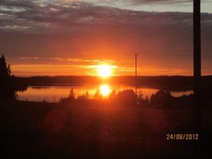 Ilta-Auringo laskemassa.